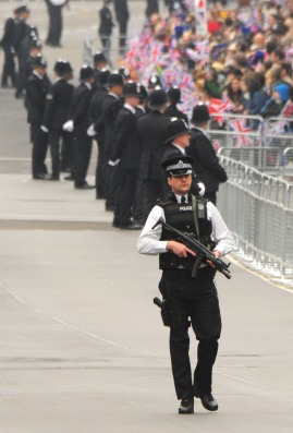 British_COP_with_Machine_Gun_royal_wedding_PHOTO